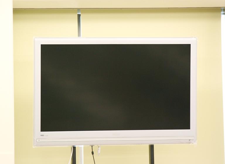 大型テレビモニター